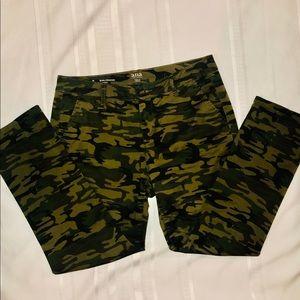 A,N.A. Girlfriend Chino Camo Pants Size 8